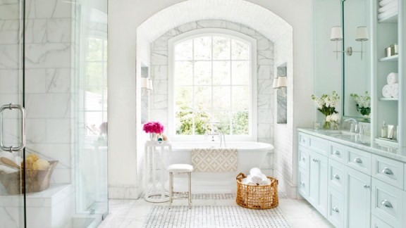 bath of white color