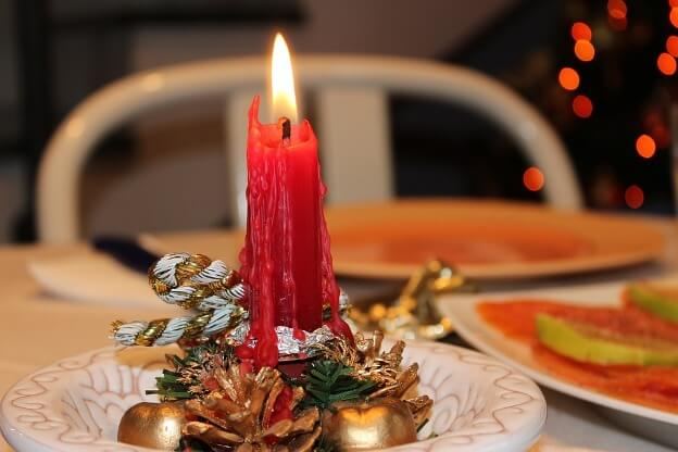 decorate christmas table